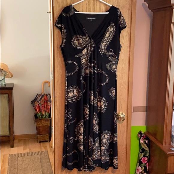 Jones Wear Dresses & Skirts - Long Black/Paisley Dress Size 16